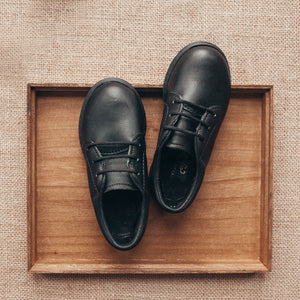 black leather oxfords, black sole, black laces