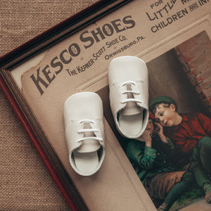 ecru leather crib shoes, white laces