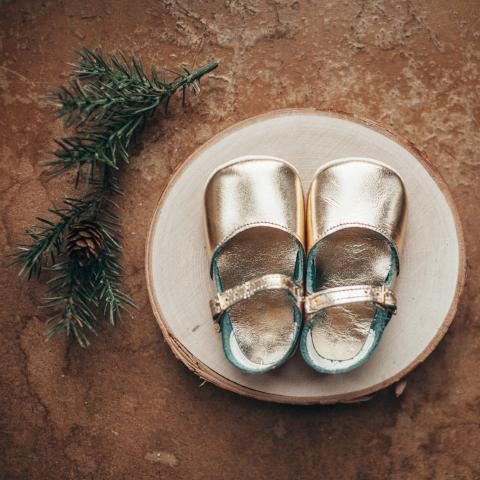 gold leather crib shoes, single strap
