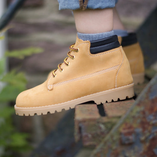 tan leather boots, tan sole, tan laces