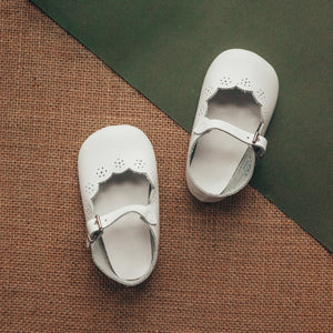 white leather crib shoe, mary jane, scalloped cut, single strap, white inide