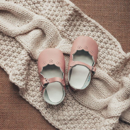 pink leather crib shoe, mary jane, scalloped cut, single strap, white inide