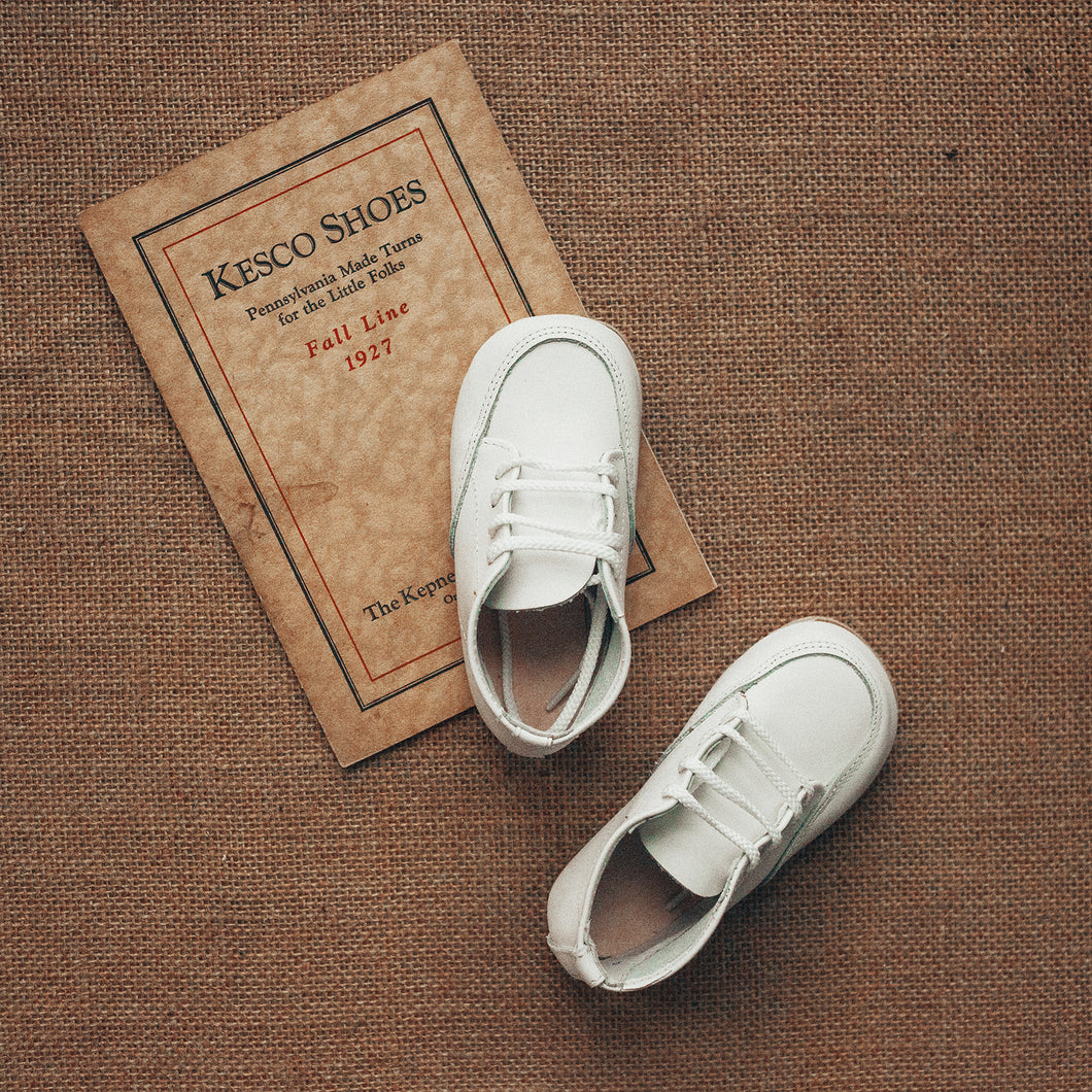 white leather oxfords, white laces, white sole