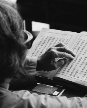 A person reading Chinese text
