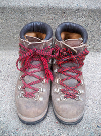 Vintage Vasque Brown Leather Mountaineering Hiking Backpacking Stomper Women's Boots Size 5.5