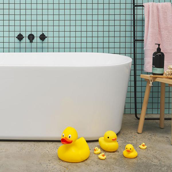 Clark Round Freestanding Bath 1400mm - Lifestyle Image with rubber ducks - The Blue Space