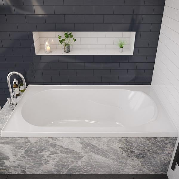Decina Bambino Inset Bath modern with black tiling