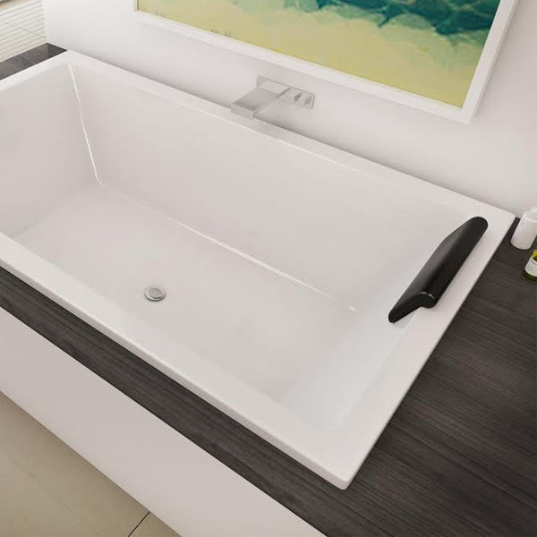 Decina Lago Island Bath with headrest