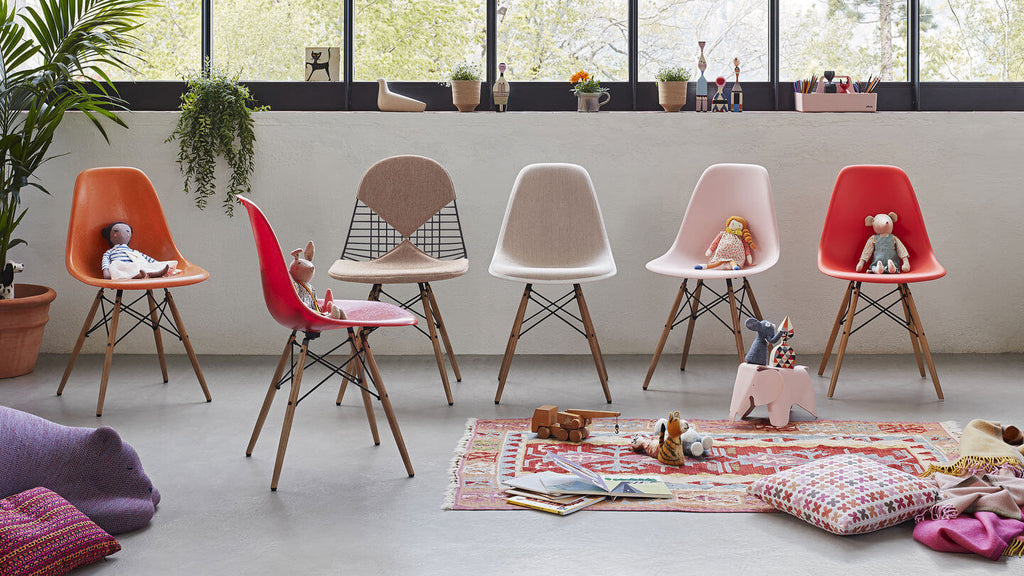 Vitra | Eames Plastic Chair | Solinfo Shop