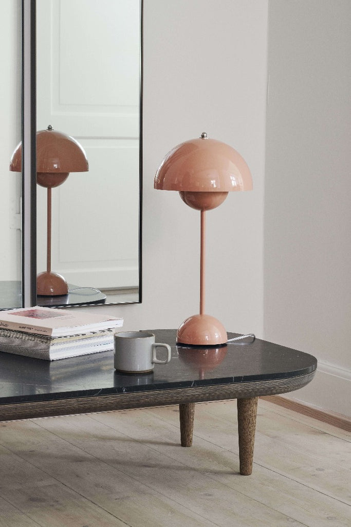 &Tradition | Flowerpot beige red asztali lámpa | Flowerpot table lamp, beige red | Solinfo Shop