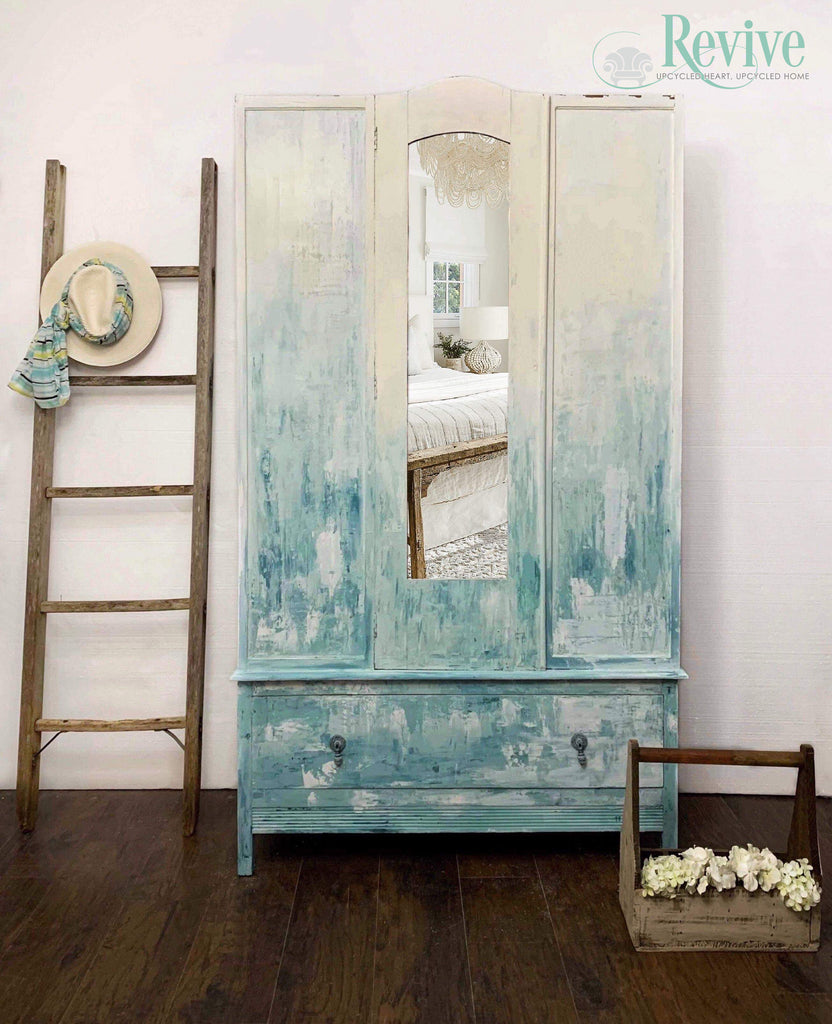 A Seaside Wardrobe Using Venetian Plaster
