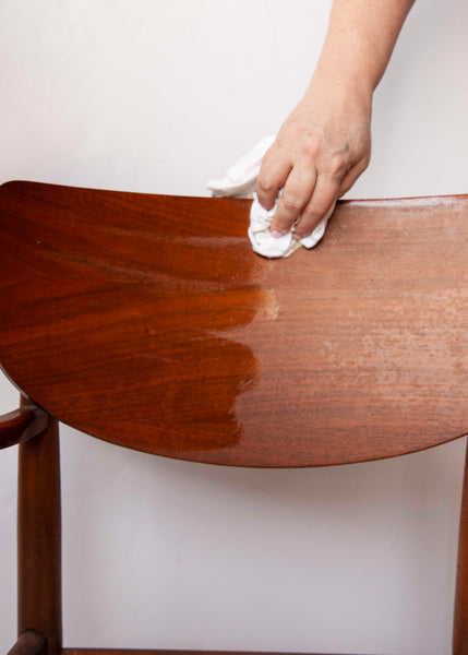 Do you know how to properly polish and seal wood and leather surfaces? See how Amy Howard at Home's Furniture Tonic can help! Simply rub on our tonic, let it dry, and buff it for a beautiful matte seal you can't get anywhere else.
