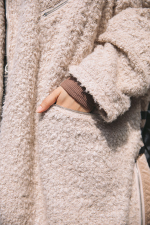 SWITCHING FLUFFY COAT / BEIGE
