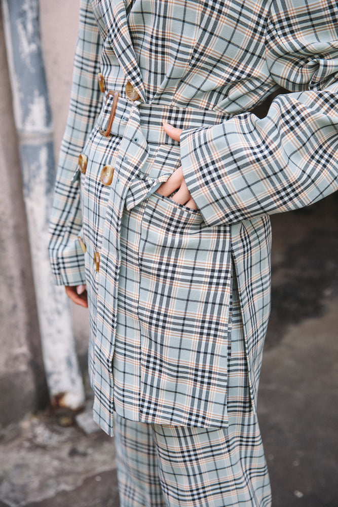 BELTED SLIT JACKET / CHECK