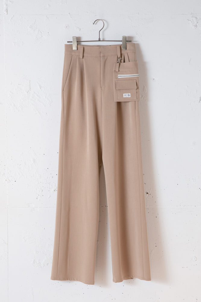 BACK SLIT POCHETTE PANTS / BEIGE