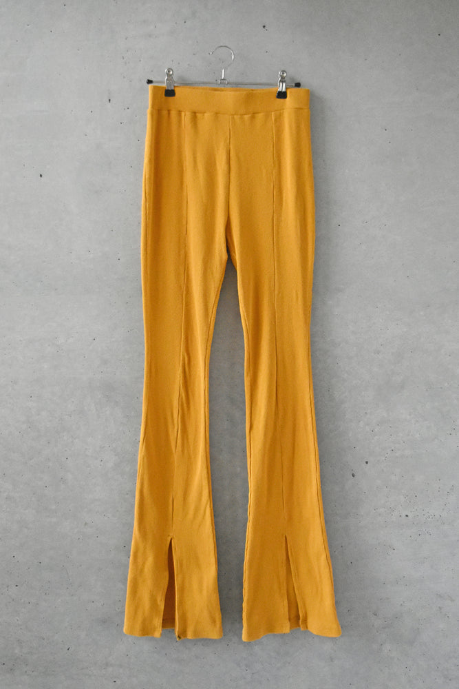 CENTER SLIT RIB LEGGINGS / YELLOW