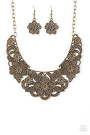 Paparazzi Petunia Paradise Brass Necklace - Glitzygals5dollarbling Paparazzi Boutique