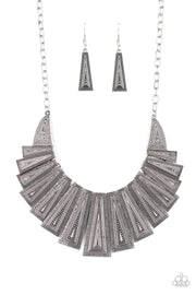 Paparazzi Metro Mane Silver Necklace - Glitzygals5dollarbling Paparazzi Boutique