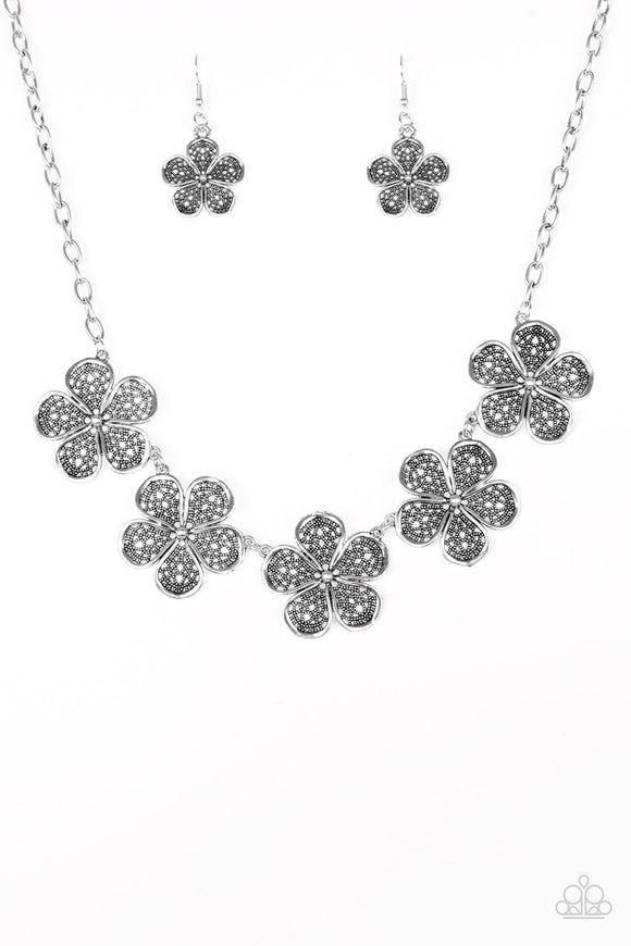 Paparazzi No Common Daisy Silver Necklace