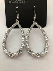 Gala Go-Getter White Pearl earrings - Glitzygals5dollarbling Paparazzi Boutique