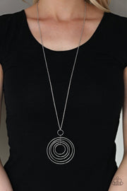 Running Circles In My Mind - silver - Paparazzi necklace