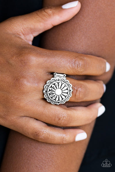 Paparazzi Daringly Daisy - White Bead - Silver Floral Ring - Glitzygals5dollarbling Paparazzi Boutique