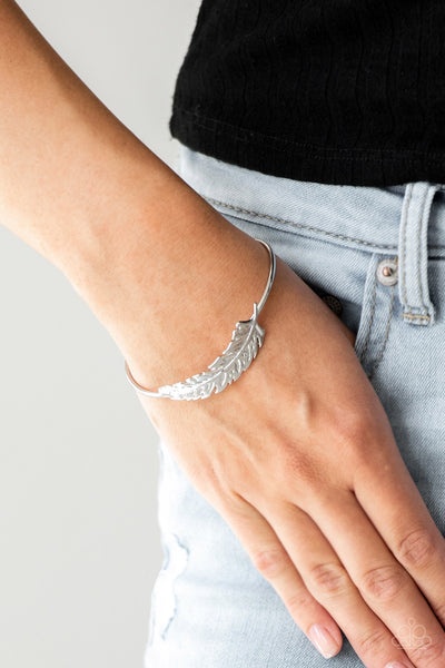 Paparazzi How Do You Like This Feather? Silver Bracelet - Glitzygals5dollarbling Paparazzi Boutique