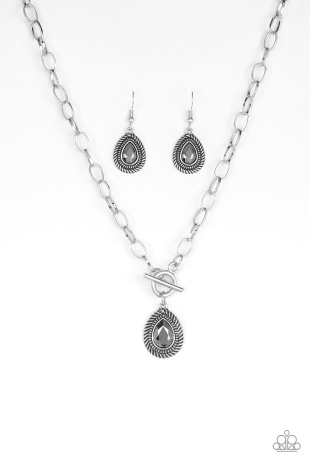 Paparazzi Sheen Queen Silver Toggle Necklace - Glitzygals5dollarbling Paparazzi Boutique