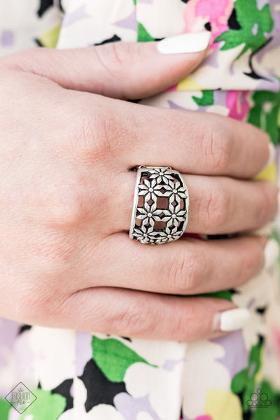 Paparazzi Crazy About Daisies - Silver - Ring - Trend Blend / Fashion Fix Exclusive - August 2020 - Glitzygals5dollarbling Paparazzi Boutique