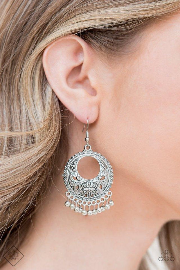Paparazzi Thrifty Traveler Silver Earrings - Glitzygals5dollarbling Paparazzi Boutique