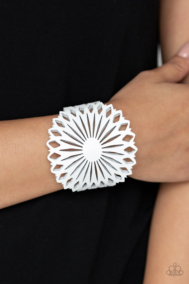 Paparazzi Wildflower Garden White Wrap Snap Urban Bracelet - Glitzygals5dollarbling Paparazzi Boutique