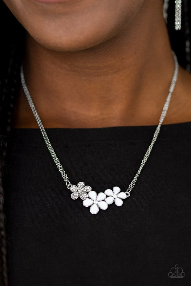 Paparazzi Hibiscus Haciendas White Necklace - Glitzygals5dollarbling Paparazzi Boutique