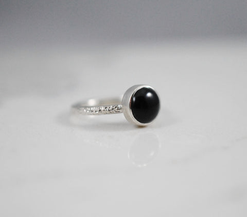 Onyx Ring with Hammered Band