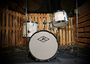 "JAZ Drum White Marine Pearl / 16"" Bass Drum, 10"" Tom-Tom, 13"" Floor Tom, 13"" Snare"