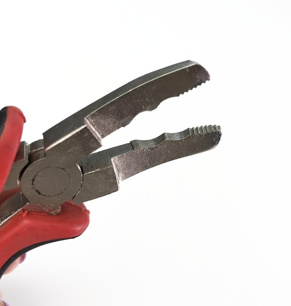 Pro Grip Black/Red Removal Pliers