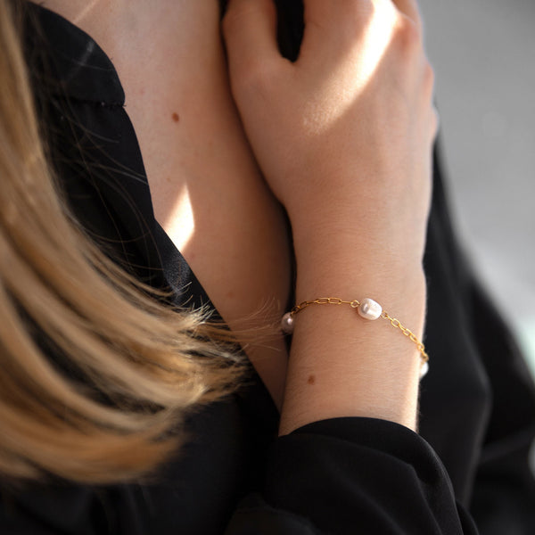 Alina Pearl and Gold Link Chain Bracelet