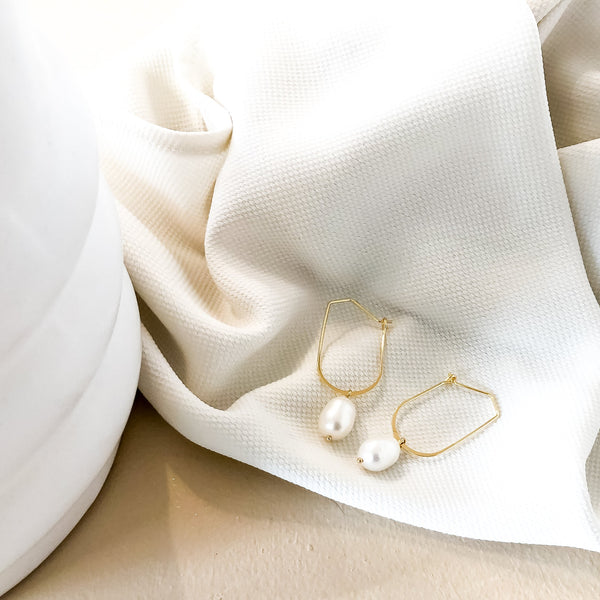 Pearl Hoop Earrings | Celeste 18k Gold Freshwater Pearl Hoop Earrings