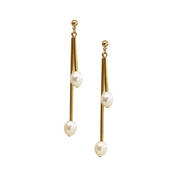 Arden Drop Bar Earrings in Pearl