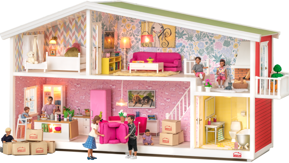 A Charming Miniature Home Amidst Gigantic Abodes! DIY Miniature Dollhouse!