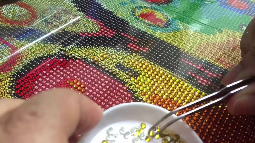 What Is Diamond Painting & How To Do It – A Beginner's Guide