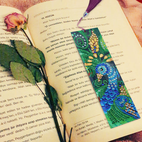 Elegant Peacock - Diamond Painting Bookmark