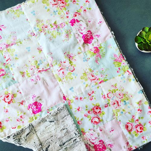 Oh my 😍 Roses 🌹 patchwork blanket