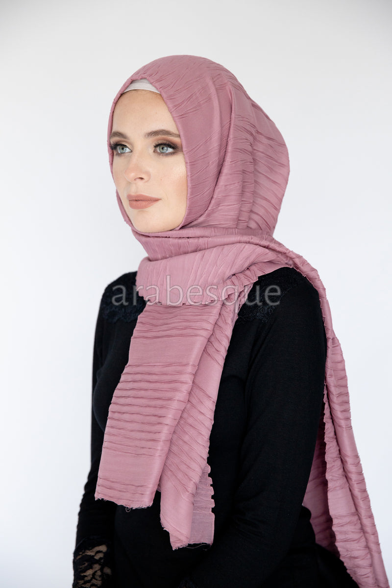 Crimped Long Hijab in Dusty Pink