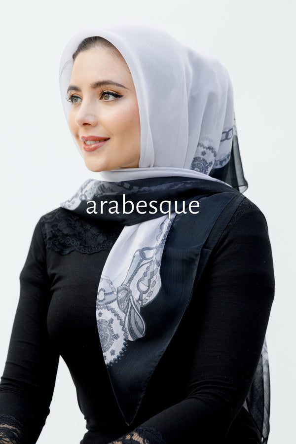 Chain Border Square Hijab
