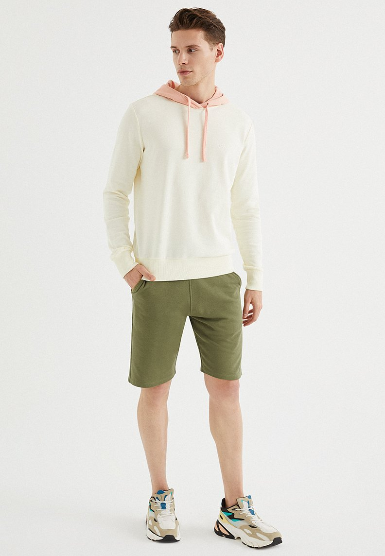 CORE COLOUR BLOCKED HOODIE in Vanilla Ice