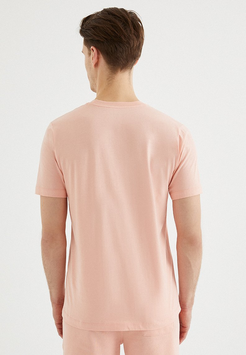 VITAL O-NECK TEE in Coral Cloud