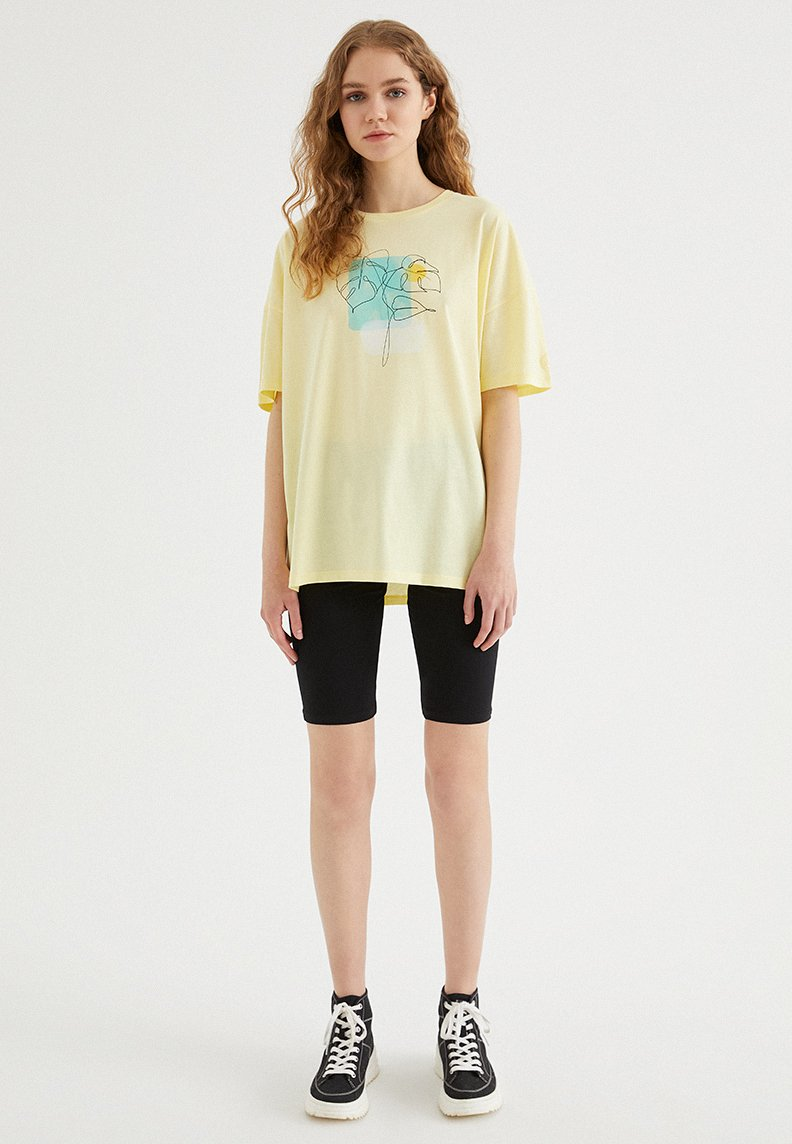 WATERCOLOUR LEAF OVERSIZE TEE
