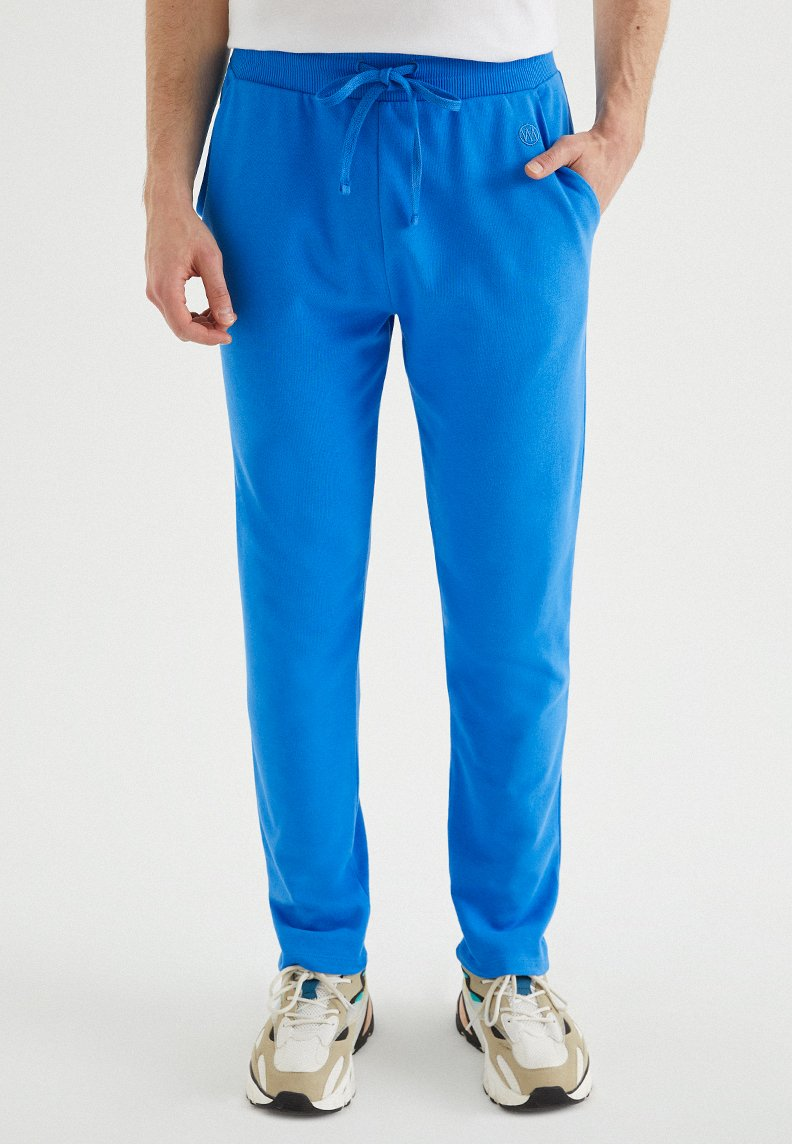 CORE SWEATPANTS in Brilliant Blue