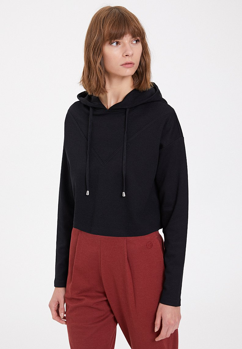 ESSENTIALS CROPPED HOODIE in Black
