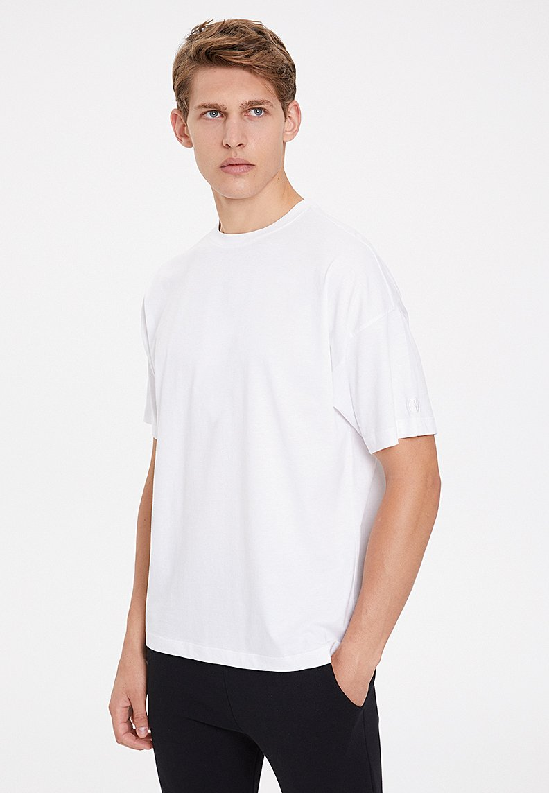 ESSENTIALS OVERSIZED TEE in White